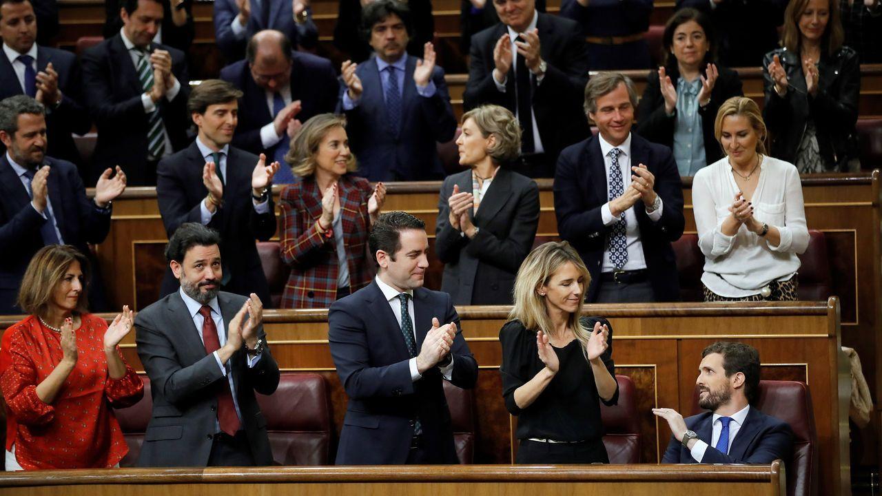 La bancada popular aplaude a Pablo Casado