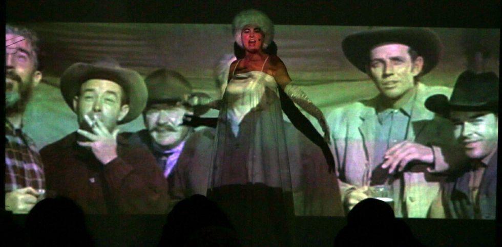 Nuevo tráiler de «Toro».Blanca Cendán y Suso Alonso proponen un espectáculo donde mezclan diversas disciplinas artísticas.