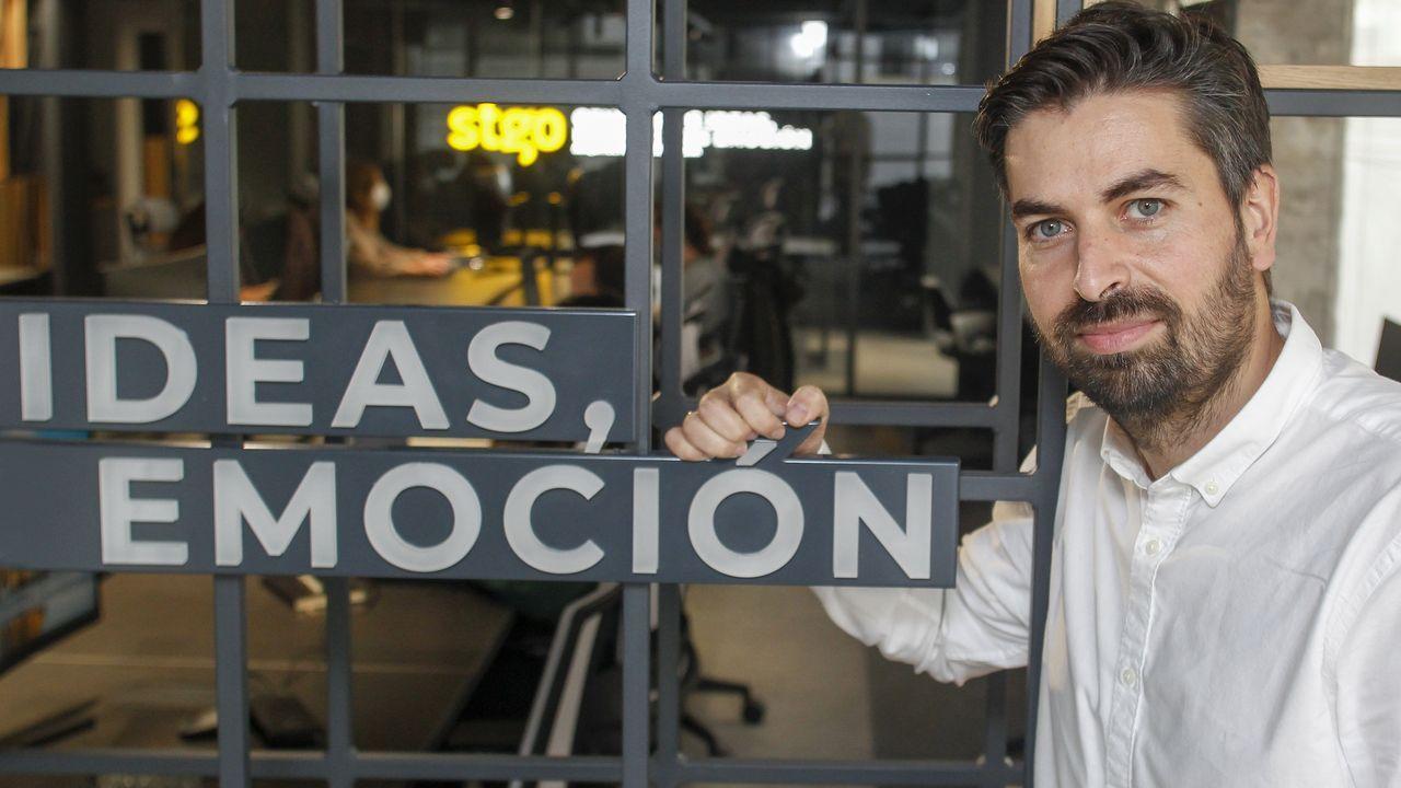 Santiago González, en las nuevas instalaciones del estudio Stgo, en el local del antiguo Couto