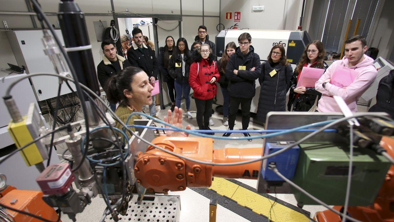 La jornada incluyó un recorrido por diferentes laboratorios del campus, como el de aplicaciones industriales del láser (en la imagen)