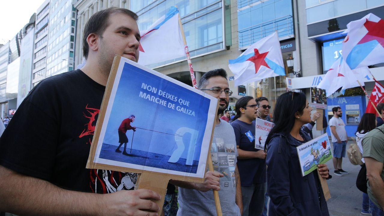 camarero, cerveza, Asturias, Oviedo, hostelería.Protesta de trabajadores de subcontratas de R en A Coruña