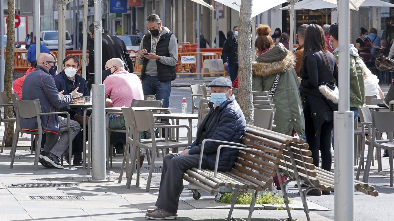 «El 70 % de la población europea tiene que estar vacunada a final del verano, no se contempla otro escenario».CRIBADO A LOS ALUMNOS DEL INSTITUTO MANUEL MURGUIA DE ARTEIXO EN EL COVIDAUTO DEL VENTORRILLO
