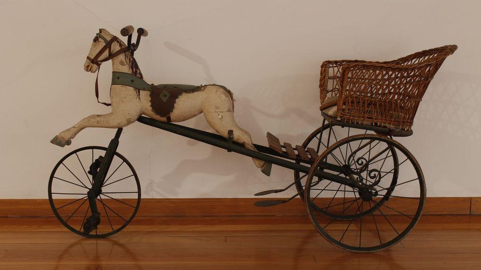Un camión vuelca en A Fonsagrada y deja atrapado a su conductor.Xoguete-triciclo cedido ao Museo Provincial de Lugo