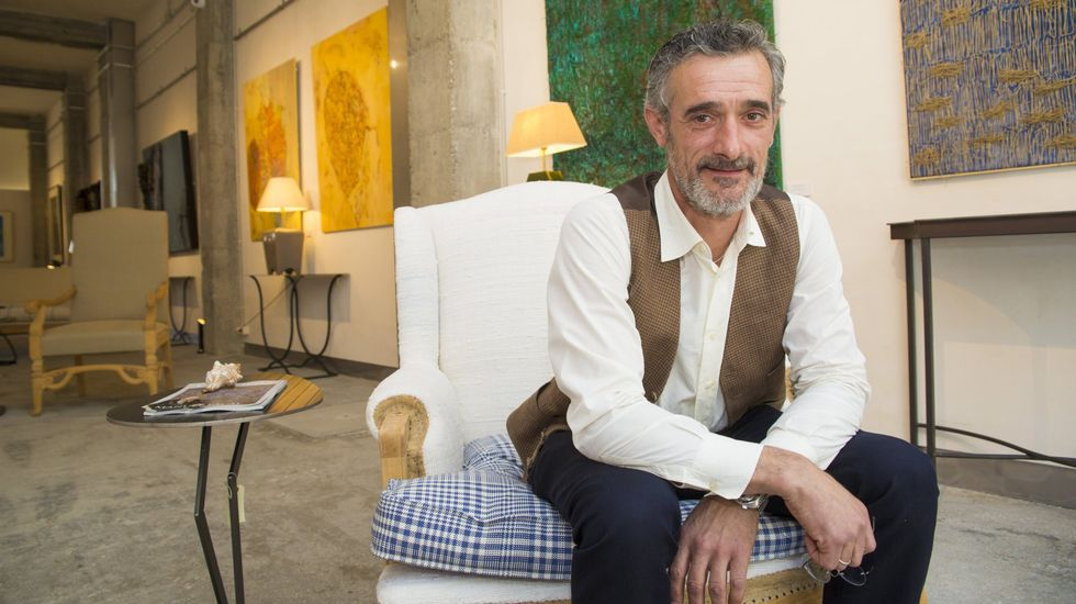 Emotivo y abarrotado pleno de investidura de Evencio Ferrero en Carballo