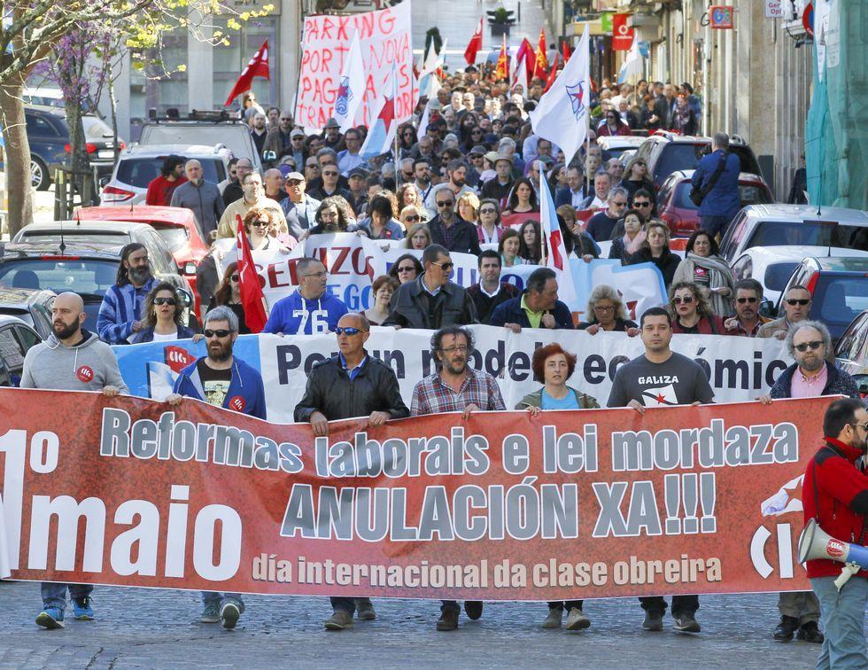 Los convocados por la CIG en su recorrido por las calles de Ferrol.