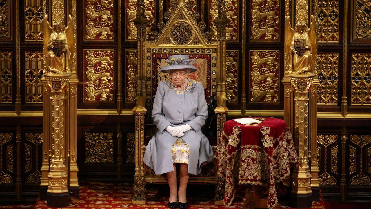 Isabel II, durante su discurso en la Cámara