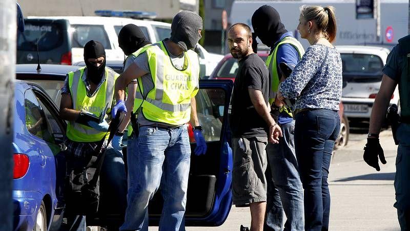 Despliegue policial en Santiago para detener a un miembro de Resistencia Galega.Juárez dice que volverá a su trabajo de funcionario cuando deje de ser delegado del Gobierno
