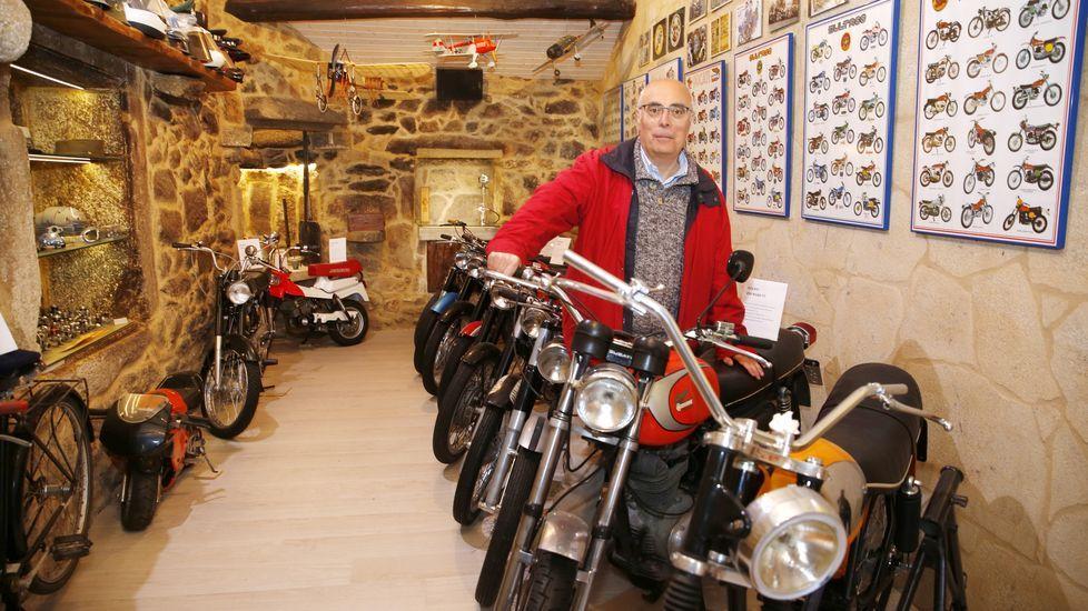 Una colección de motos en el «Laboratorio» de Sanxenxo