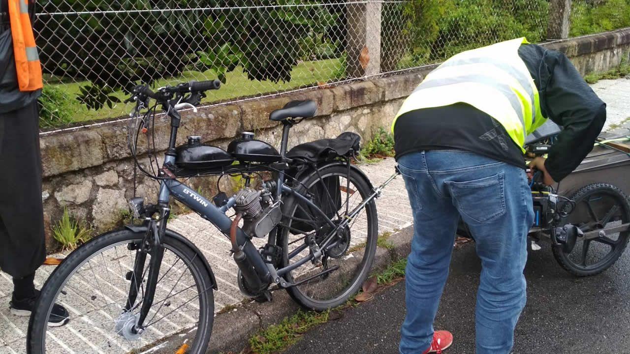 Híbrido entre bicicleta y moto que la Guardia Civil incautó este jueves a un ciudadano francés en Rois