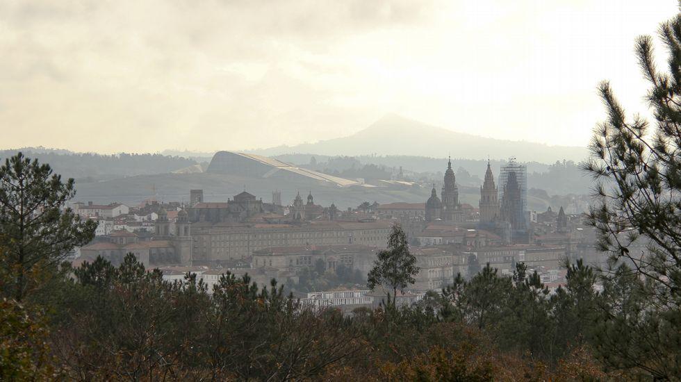 Vistas de Santiago sobre la Granxa do Xesto (Pedroso)