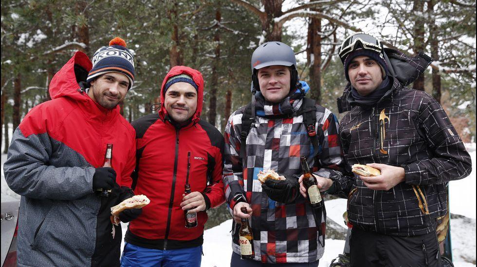 Primer día de la temporada de esquí en Manzaneda