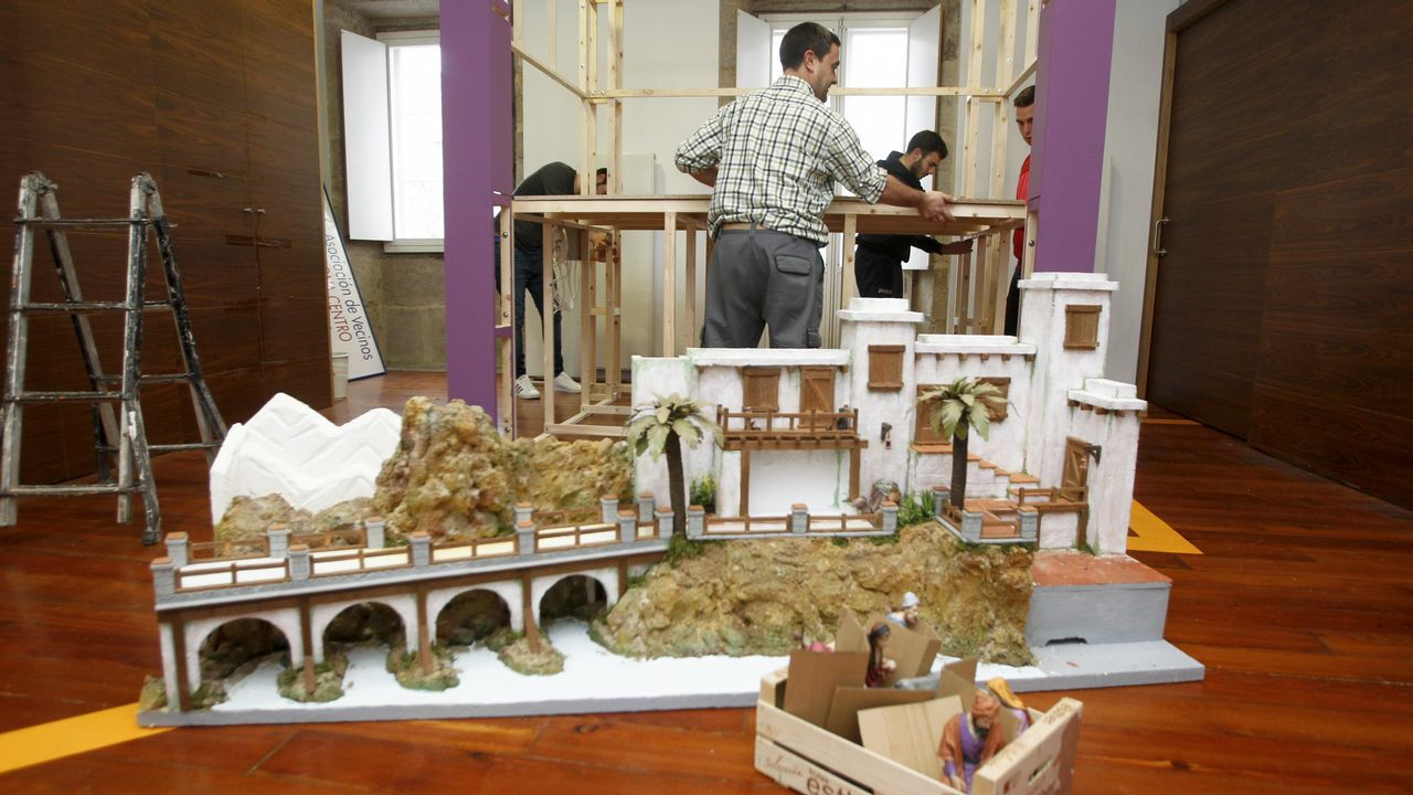 En el Hospicio. Sebastián Ávila, Chano, belenista gaditano que vive en Ferrol desde hace ya dos décadas, montó su nuevo belén en el  antiguo Hospicio.