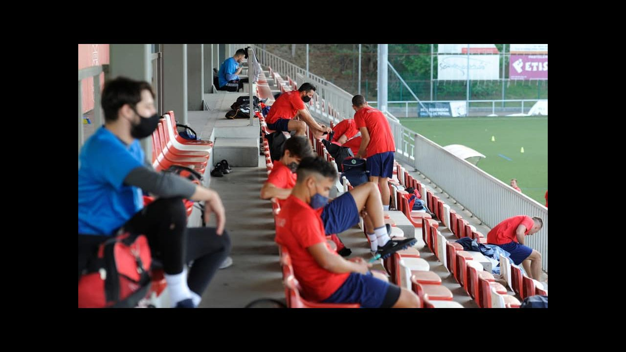 Cañedo Vetusta.Riki celebra su gol al Sporting B en la 19/20