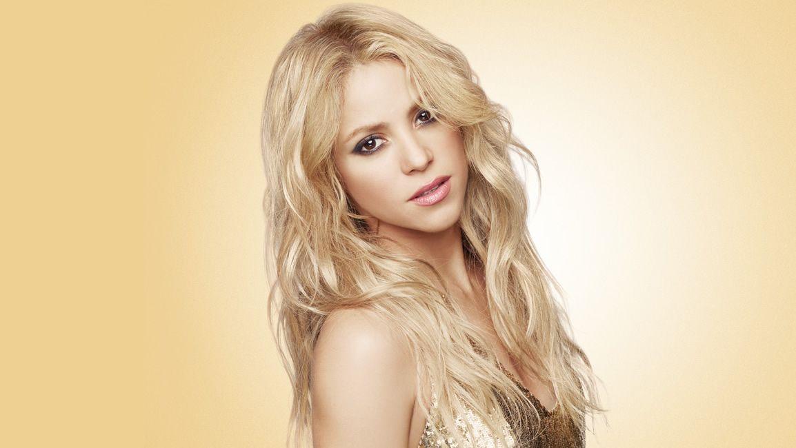 Shakira sorprende con su cambio de look y luce melena pelirroja