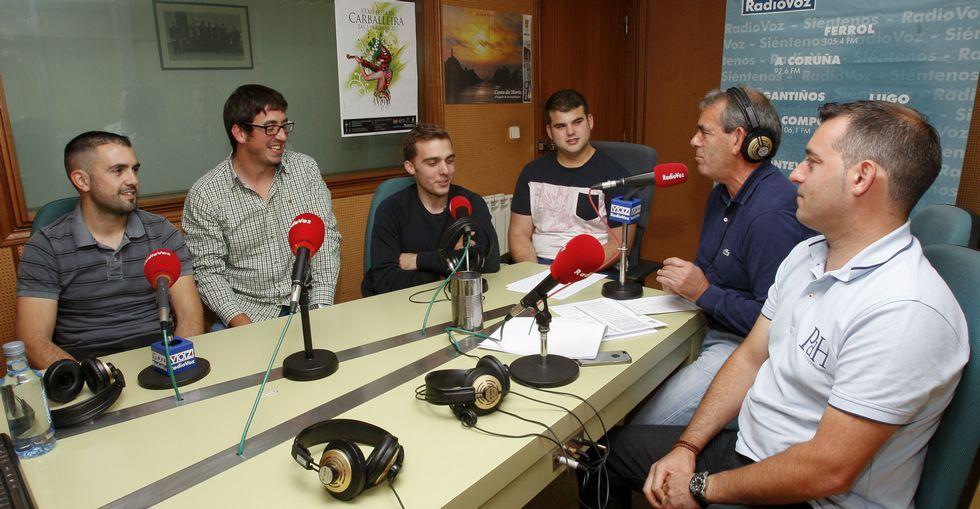 Los pilotos y los responsables de la carrera visitaron esta semana Radio Voz Bergantiños.