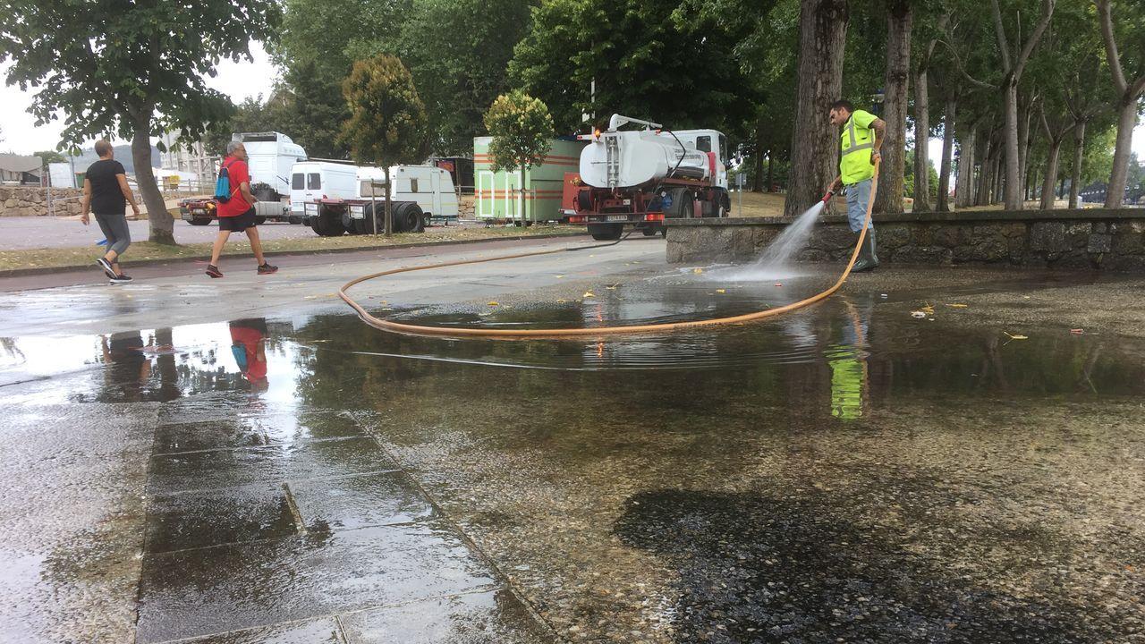 La limpieza en el paseo de O Burgo se prolongará hasta la próxima semana