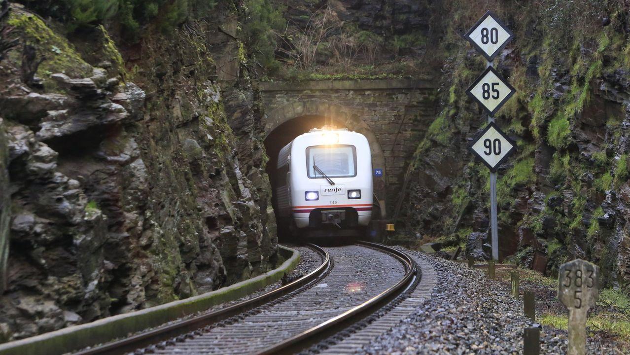 La Autovía do Salnés, un desierto de asfalto.El túnel de Oural está sin electrificar y es demasiado bajo para los trenes modernos