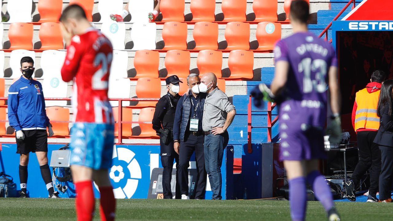 Tejera Borja Valle Real Oviedo Ponferradina Carlos Tartiere.Sergi Tejera se lamenta de una ocasión fallada ante la UD Logroñés