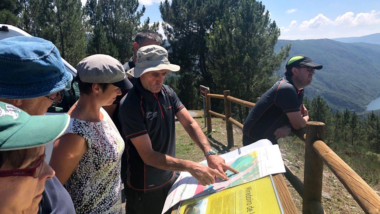Un momento de la visita que realizaron los auditores de la Unesco al territorio del geoparque Montañas do Courel antes de que este obtuviese la categoría