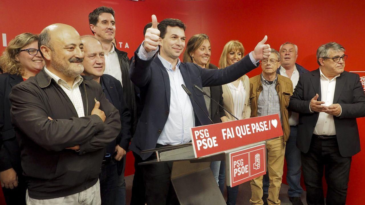 MITIN PP ALBERTO NUÑEZ FEIJOO EN A POBRA Y RIBEIRA.Gonzalo Caballero, celebrando el resultado de las elecciones en la sede del partido