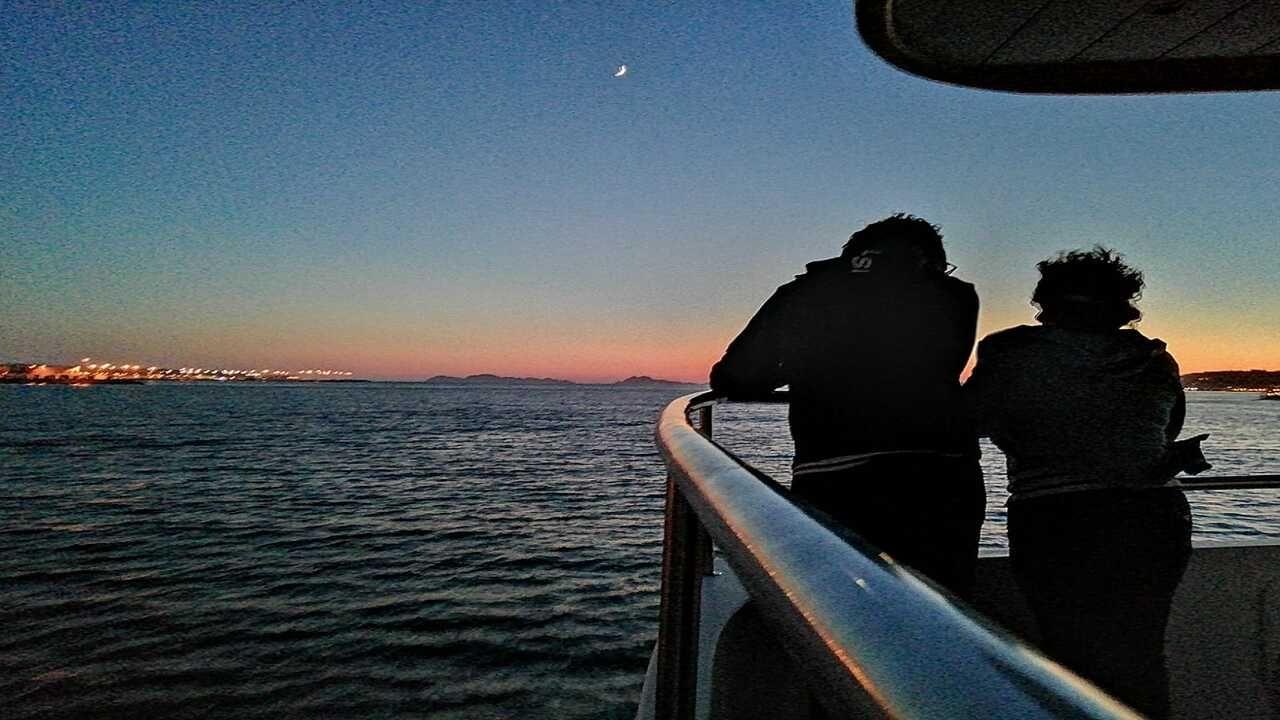 Una pareja disfrutando del recorrido Starlight, realizado el 24 de julio