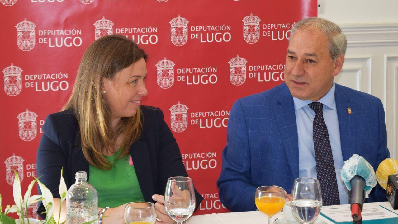 Así se prepara Paulino para la diálisis en casa.Lugo es la provincia con más superficie forestal ocupada