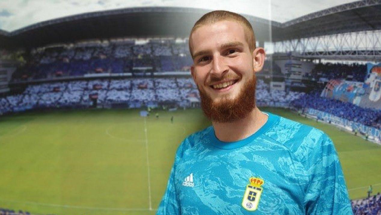 Jaume Valens posa como nuevo jugador del Real Oviedo