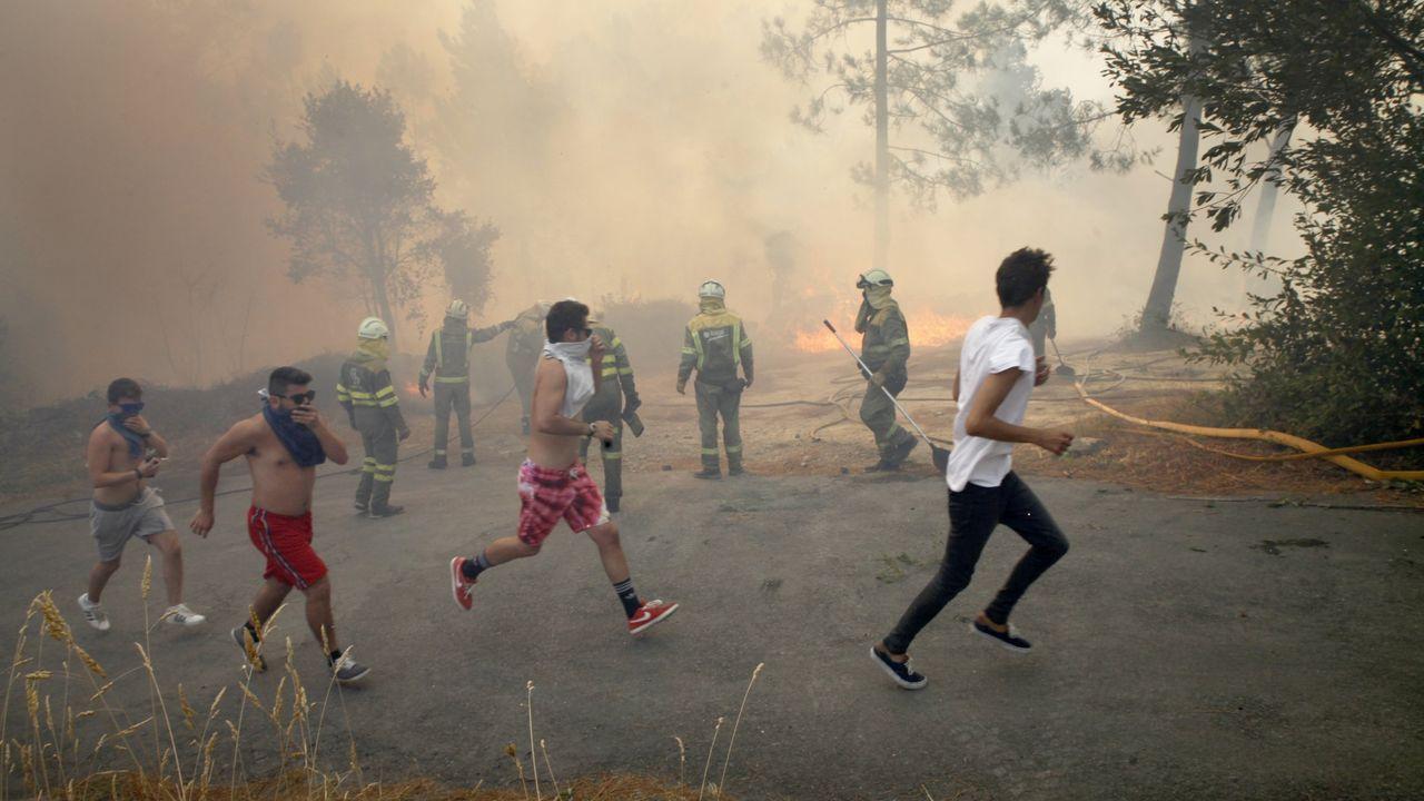 Foto de archivo de un incendio forestal en Baroña