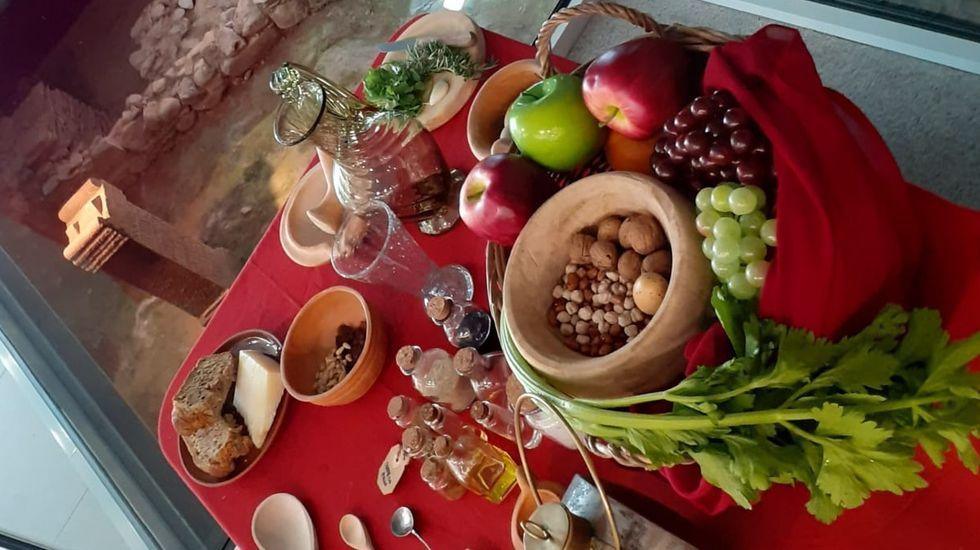 Frutos secos, apio, uvas, queso, aceite de oliva, pan o manzanas eran alimentos usados por los romanos