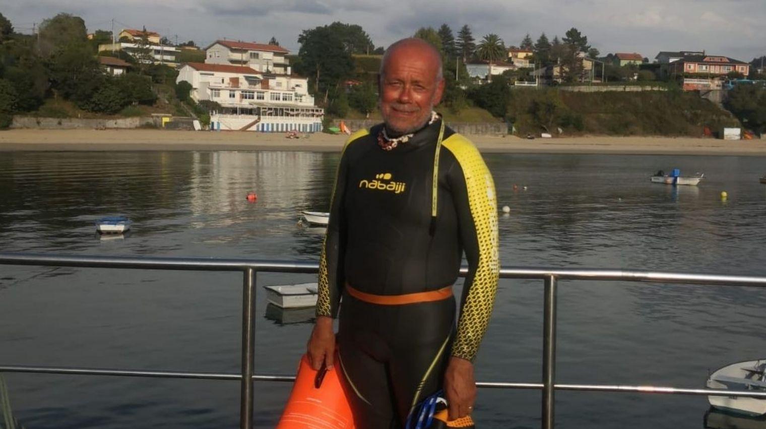 La travesía a nado de Pepe Nogueira.O incendio de Porto do Son foi un dos peores deste verán en Galicia