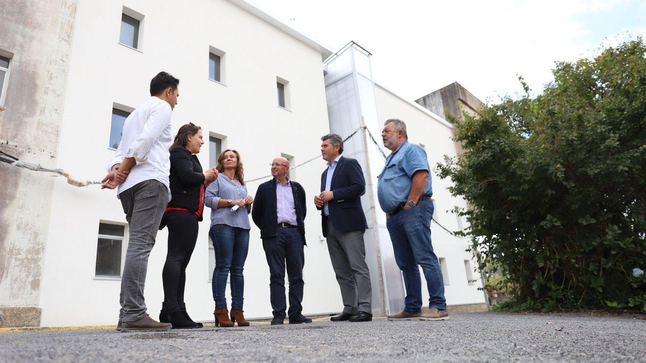 Así son los pisos que Cualedro alquila por 50 euros al mes.Alba, Daniel y su hijo Manuel en su nuevo piso.