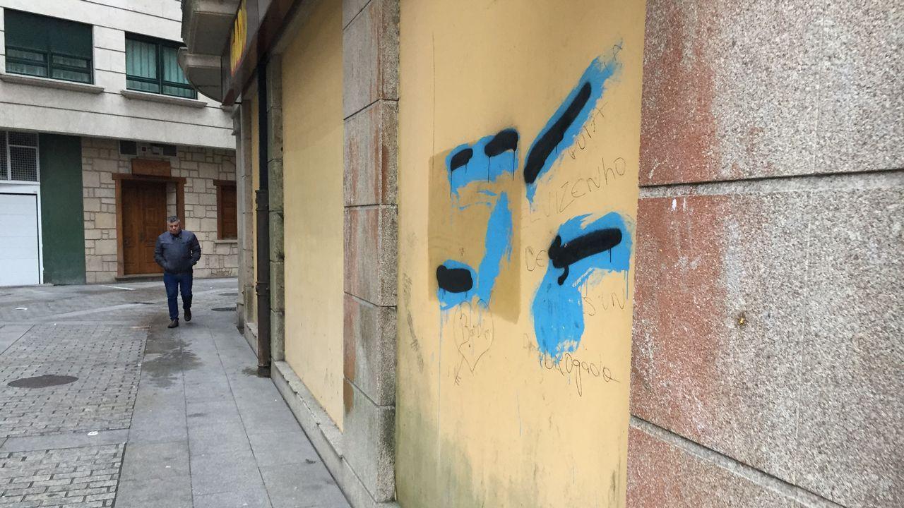 Pintadas en la calle Concordia de Cee