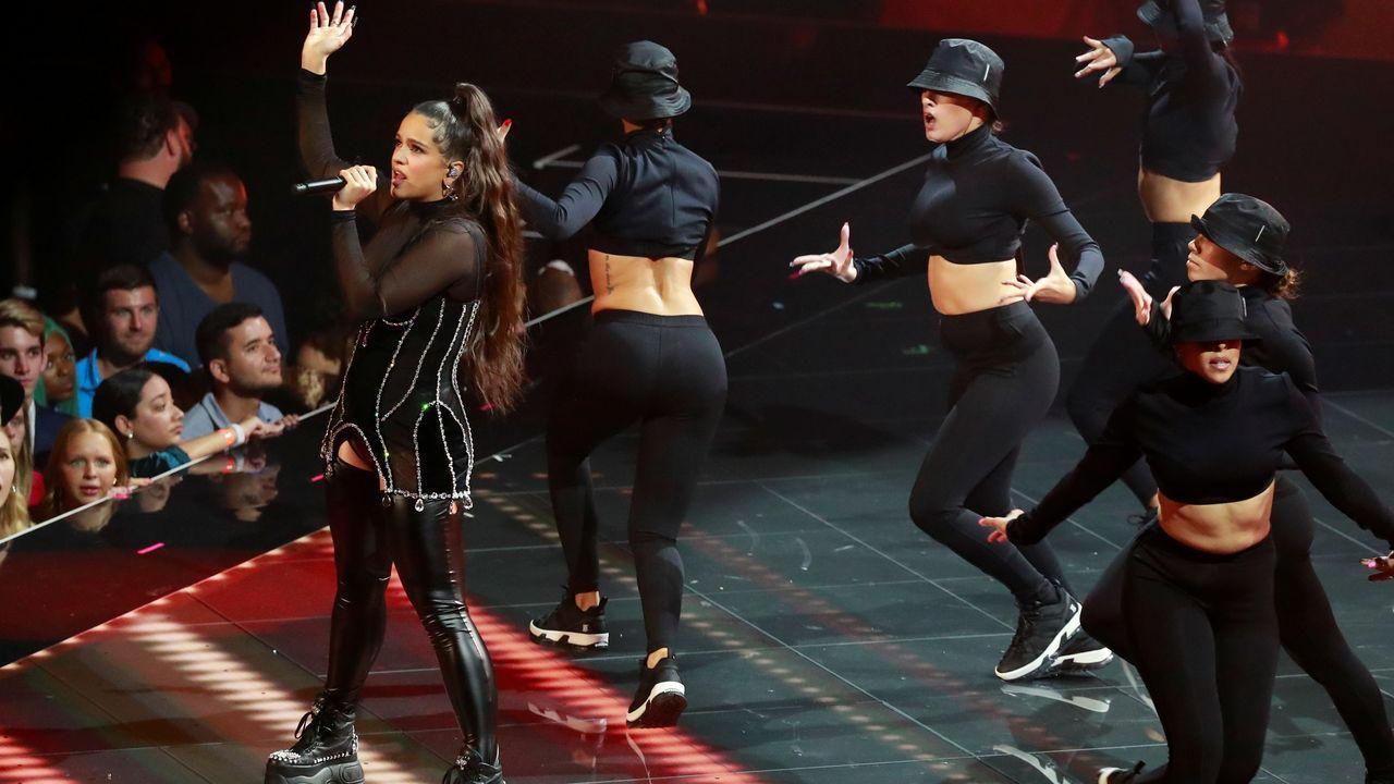 ROSALÍA ACTUANDO EN LA GALA DE LOS MTV MUSIC AWARDS