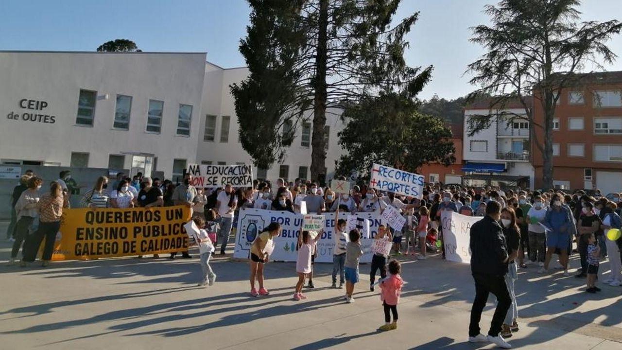 Sitios curiosospara alojarse en Barbanza.Imagen de una de las últimas protestas de la comunidad educativa del centro