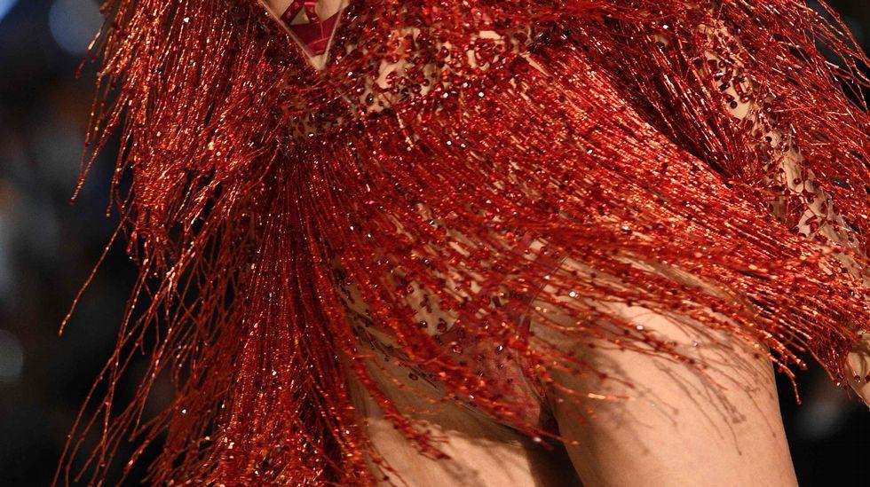 Las imágenes del desfile parisino muestran un claro cambio en la silueta de Irina Shayk