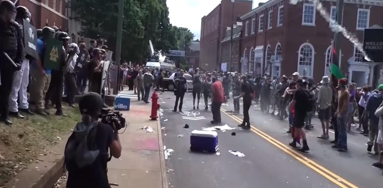 Agresiones entre supremacistas blancos y antifascistas enCharlottesville
