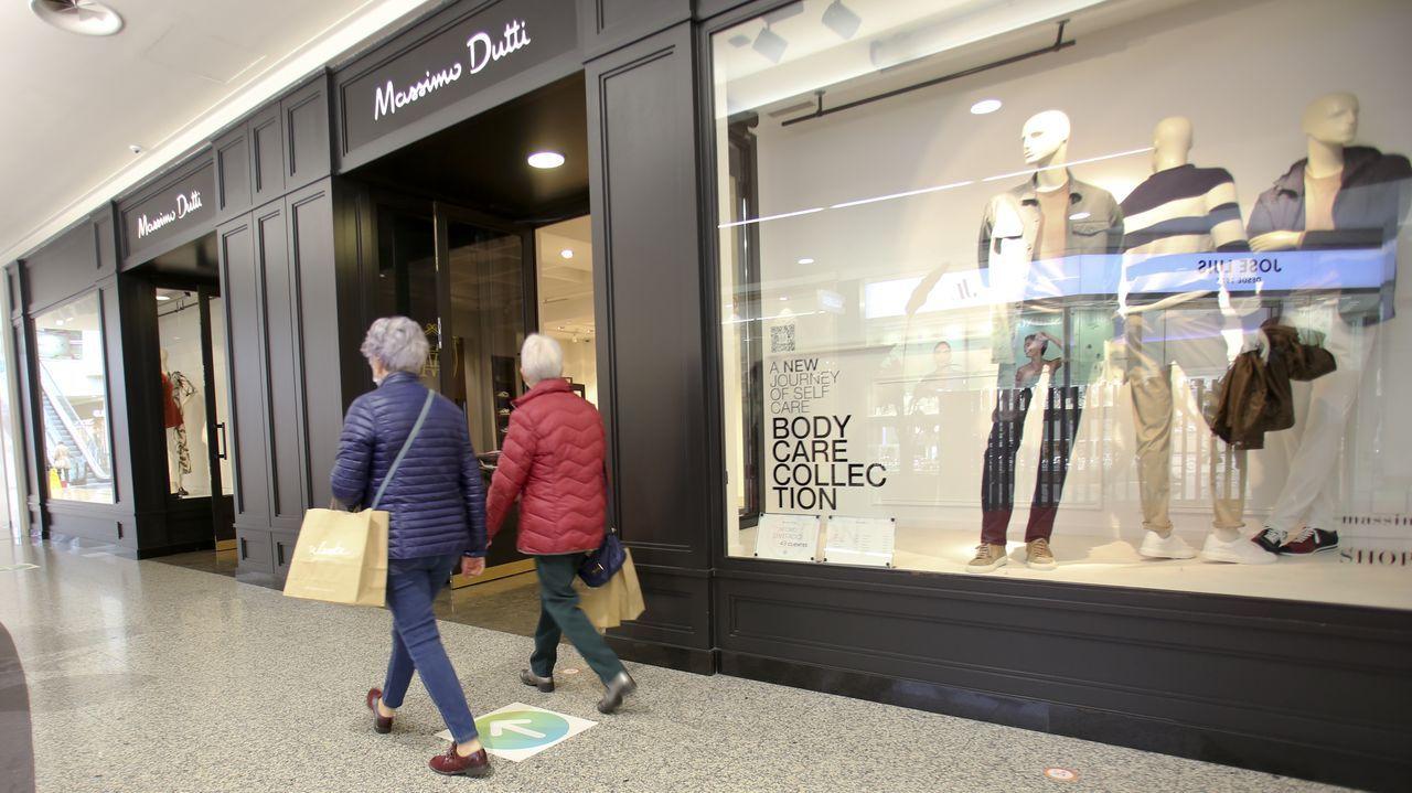 Massimo Dutti lleva funcionando en Odeón desde la inauguración del centro comercial de A Gandara, en el año 2002; la plantilla está compuesta por ocho personas.