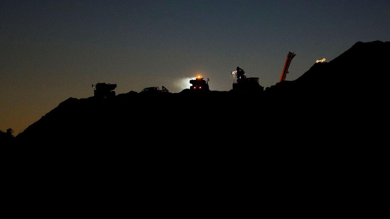 | EFE.Trescientas personas trabajan día y noche en la zona donde cayó al pozo el pequeño Julen