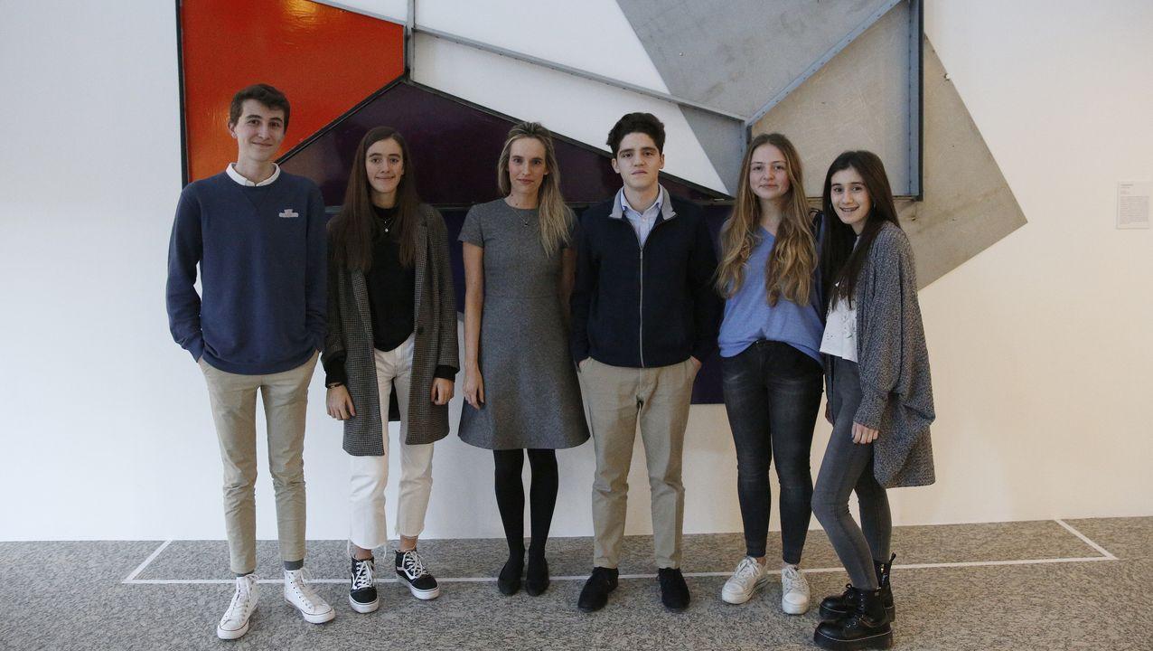 Jaime Álvarez, Lucía Martínez, Carmen Arias (directora de la Fundación Barrié), Miguel Blanco, Cristina Nieto y Paula Viéitez en la sede de la fundación en A Coruña.