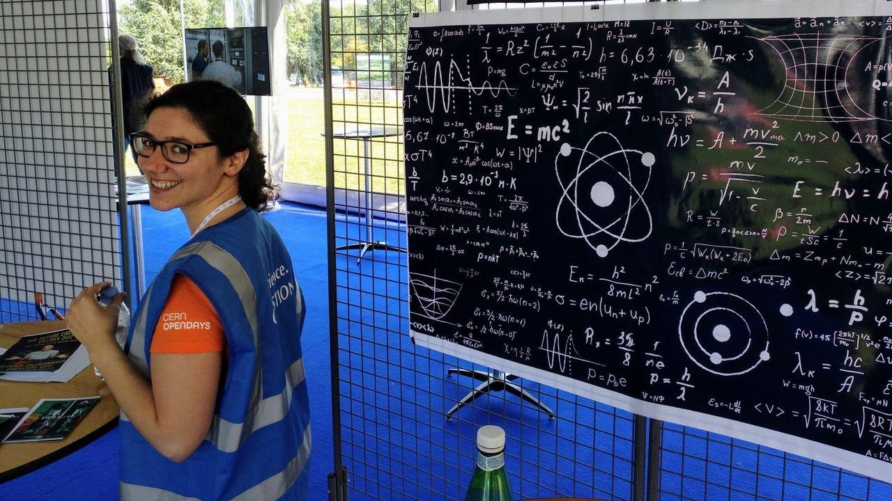 Un operario de Xonxa Internacional, hace unos días, en las instalaciones del CERN
