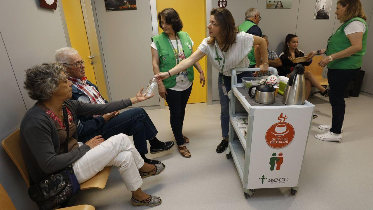 El Carrito Don Amable, uno de los servicios dirigidos a enfermos de cáncer y familiares que ofrece en el Hospital Público da Mariña, en Burela, la Asociación Española de Lucha Contra el Cáncer