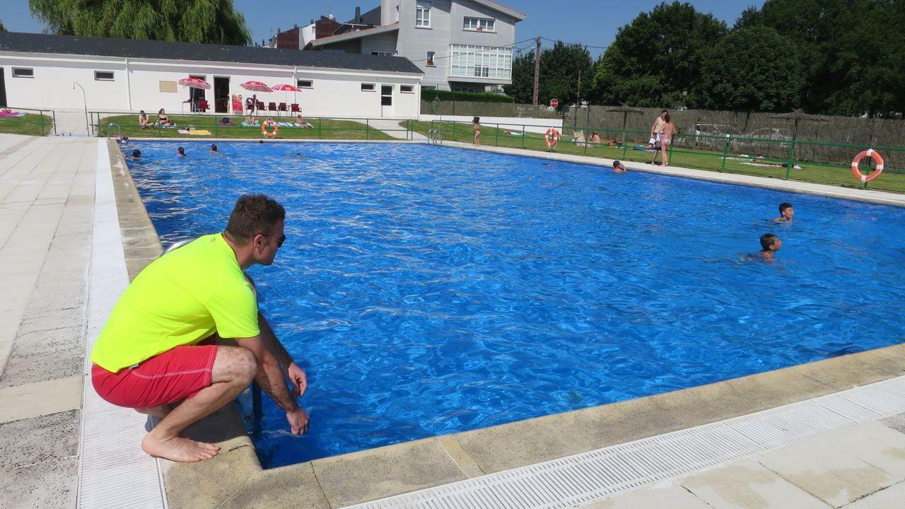 La piscina municipal —en foto de archivo— estará cerrada por precaución hasta el día 9