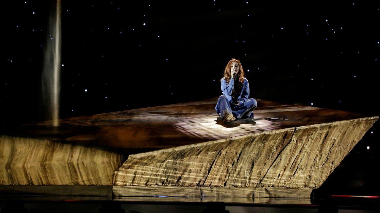 Bulgaria: la cantante Victoria ensayando su tema «Growing up is getting old» en el escenario de Eurovisión 2021