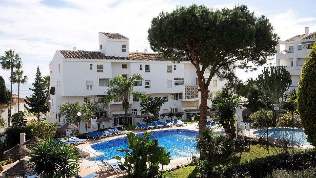 Comparecencia completa de Sánchez e Iglesias.Vista de la piscina de Mijas donde murieron un padre y dos de sus hijos