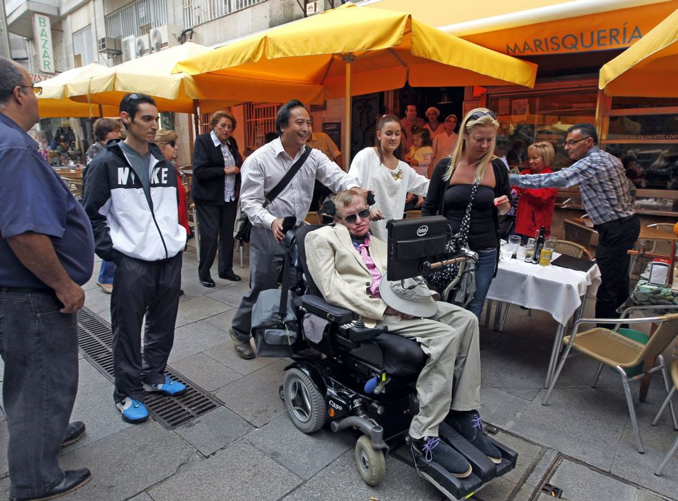 Vídeo resumen del Mallorca 1 - Valladolid 5.Stephen Hawking llegó a Vigo a bordo del crucero Independence of the Seas.