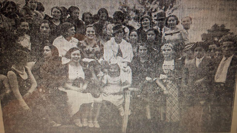 mili.Emilia Docet, en el centro con sombrero, en una de las fotos que le hicieron durante su visita a Monforte