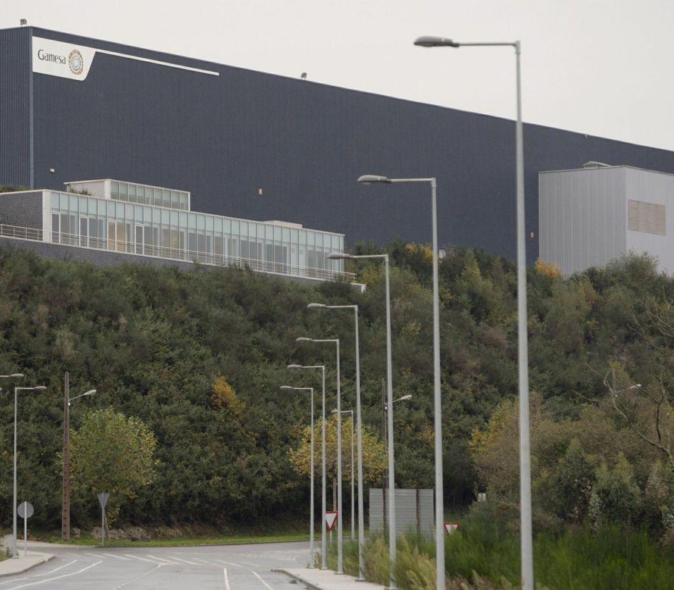 Alerta en Navarra por la crecida de los ríos.En la planta de As Somozas se fabrican dos tipos de palas.
