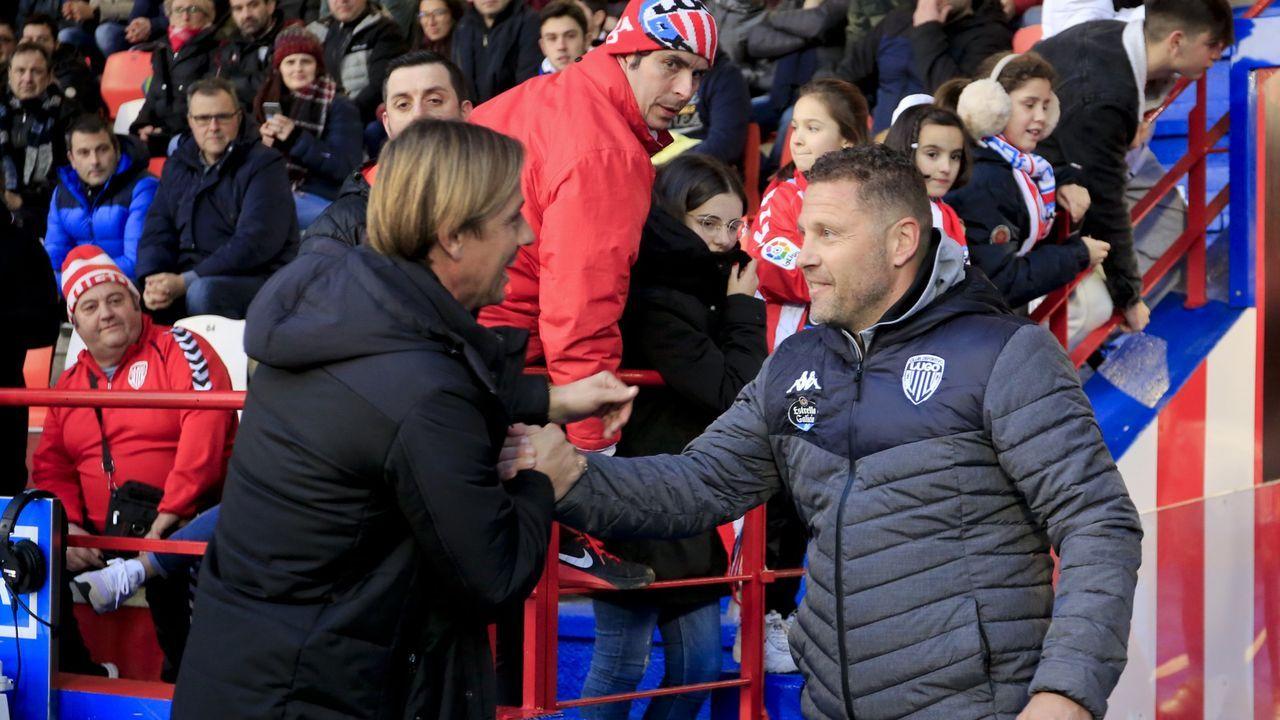 Curro Torres, destituido en el Lugo, saluda en su primer partido en el Ángel Carro a Guti, también destituido en el Almería