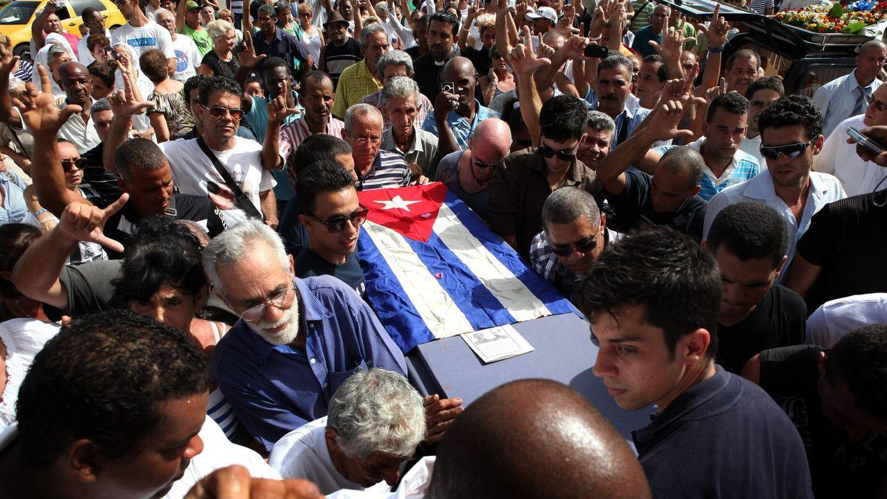 Imágenes de la pandemia en el mundo 27/07.Cientos de personas acompañando al féretro del opositor cubano Oswaldo Payá, asesinado en el 2012