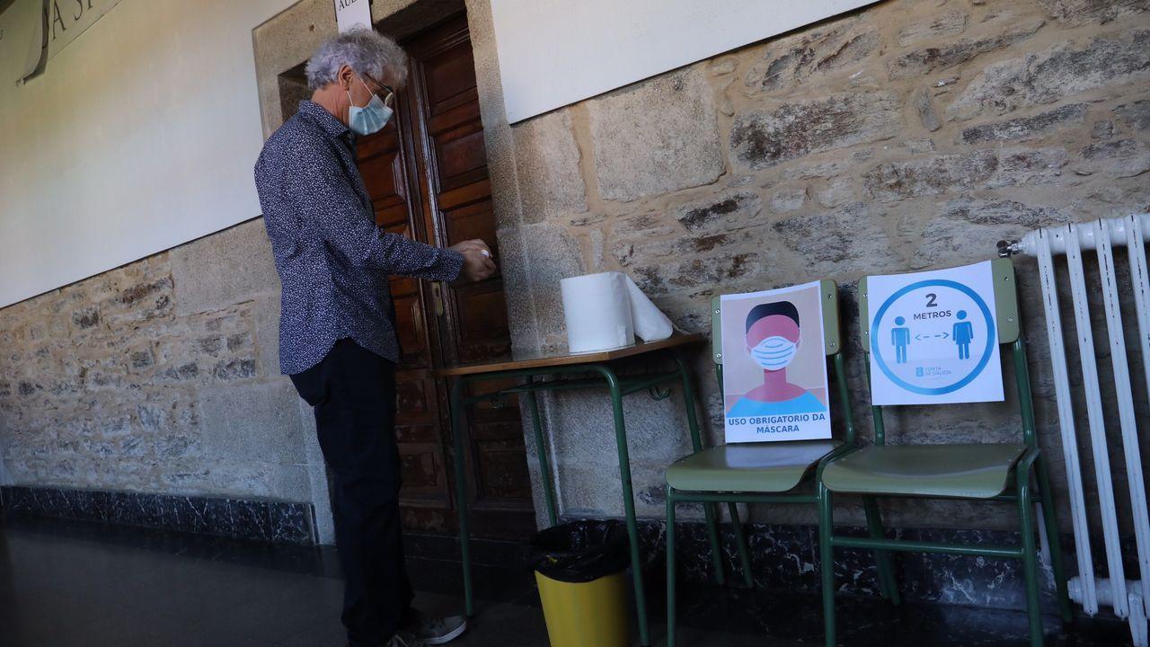 Regreso a las aulas en Ribeira.Estas imágenes son de Santiago, en el instituto Rosalía de Castro